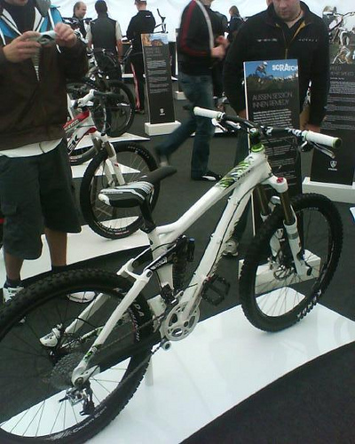 2010trek_scratch_white